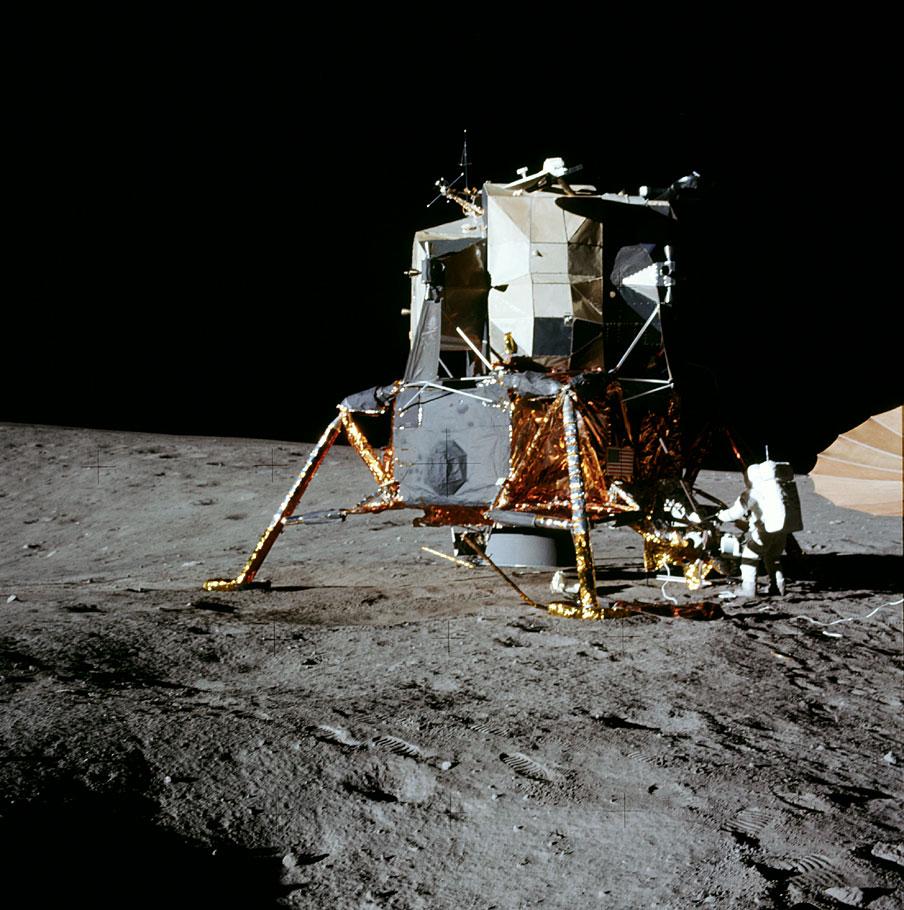 Imagem do astronauta Alan Bean, da Apollo 12, na superfície lunar, em 19 de novembro de 1969.