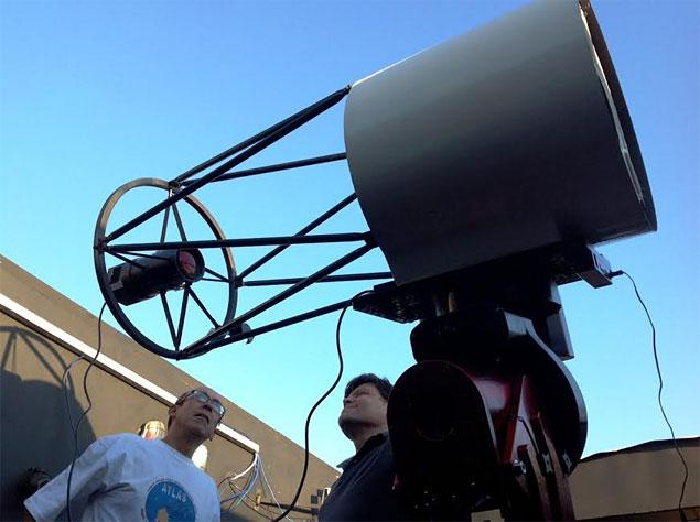 João Ribeiro (esq.) e Cristóvão Jacques (dir.), dois dos três descobridores do cometa SONEAR