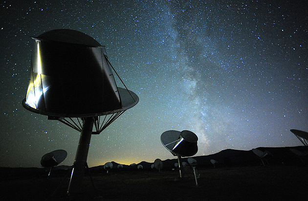 Cientistas usam o Allen Telescope Array para procurar inteligência ET na estrela que pisca. (Crédito: Instituto SETI)