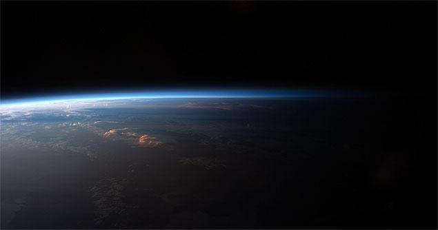 Nosso pálido ponto azul pode ter tido vida há 4,1 bilhões de anos! (Crédito: Nasa)
