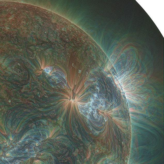 """Imagem do satélite SDO revela em detalhes a atividade da coroa solar na erupção com """"paradinha""""."""