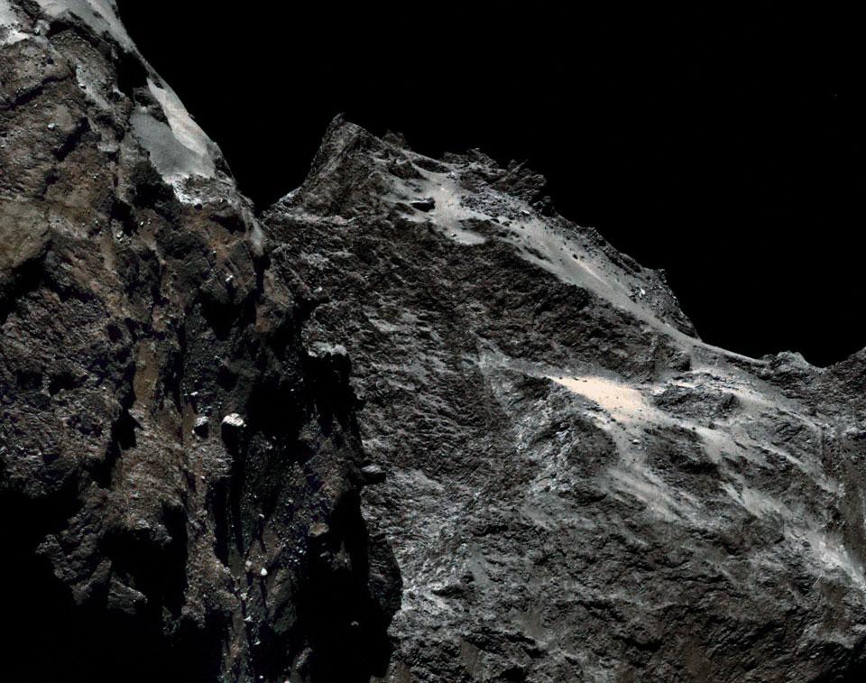 Imagem da Rosetta revela a estranha superfície do cometa, em cores!
