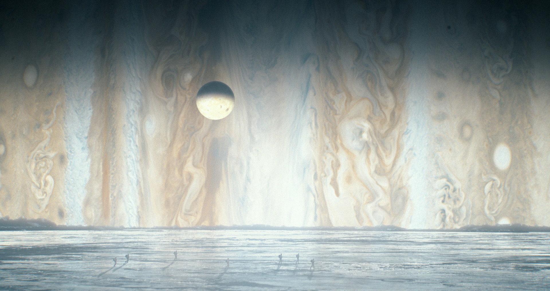 Caminhando pela superfície de Europa, uma das luas de Júpiter.