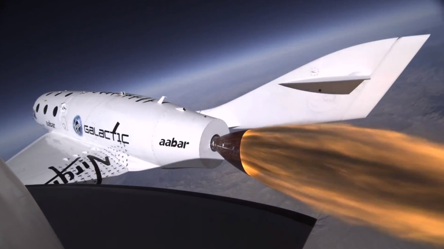 Imagem da VSS Enterprise em voo-teste. Acidente despedaçou o veículo.