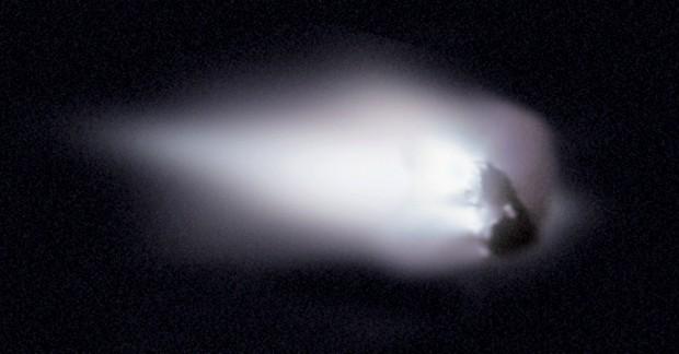 Imagem do núcleo do cometa Halley feita pela sonda europeia Giotto em 1986 (Crédito: ESA)