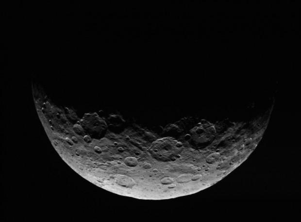 Imagem de Ceres capturada pela Dawn de sua órbita de trabalho, a 13,5 mil km da superfície (Crédito: Nasa)