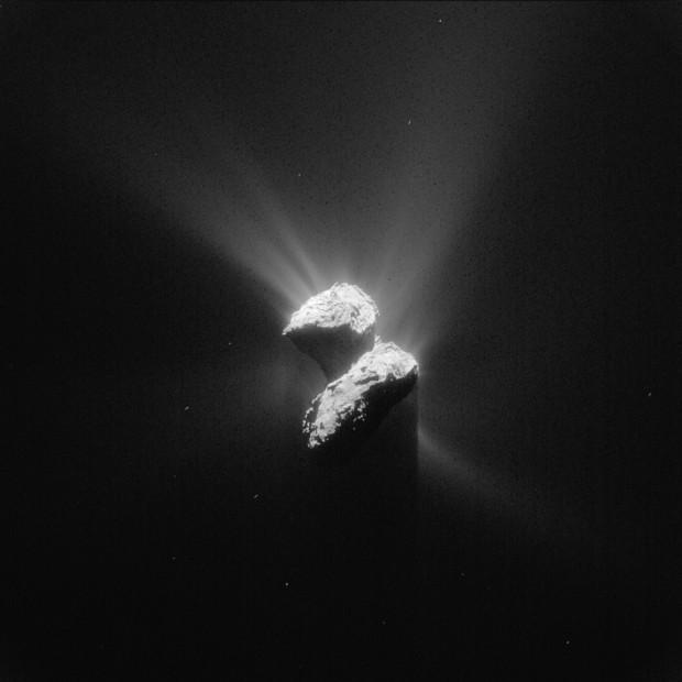 Imagem obtida pela sonda Rosetta no último dia 5 mostra atividade intensa no cometa Churyumov-Gerasimenko. Como será que estão as coisas lá no chão? É o que o Philae irá responder. (Crédito: ESA)