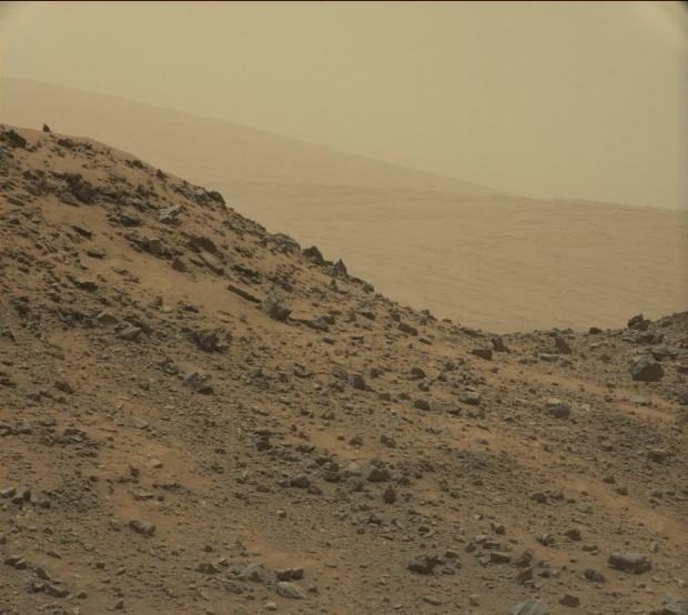 Imagem colhida pelo Curiosity em 7 de maio de 2015. Viu a pirâmide? (Crédito: Nasa)