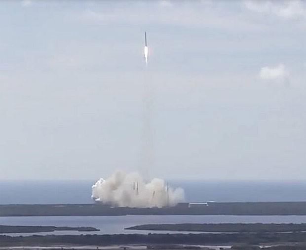 Lançamento do foguete Falcon 9, minutos antes da perda do veículo (Crédito: Nasa)