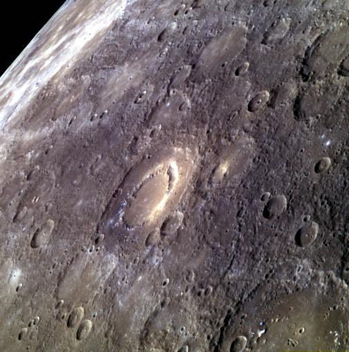 Mercúrio é este aí: um planeta inóspito que, pela cara, lembra muito a nossa Lua. (Crédito: Nasa)