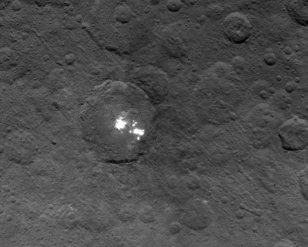 Imagem obtida pela Dawn de Ceres no dia 6 de junho, a 1.440 km de distância