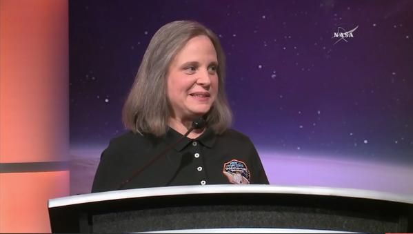 Alice Bowman, gerente de operações da New Horizons, após o sucesso do sobrevoo. (Crédito: Nasa)