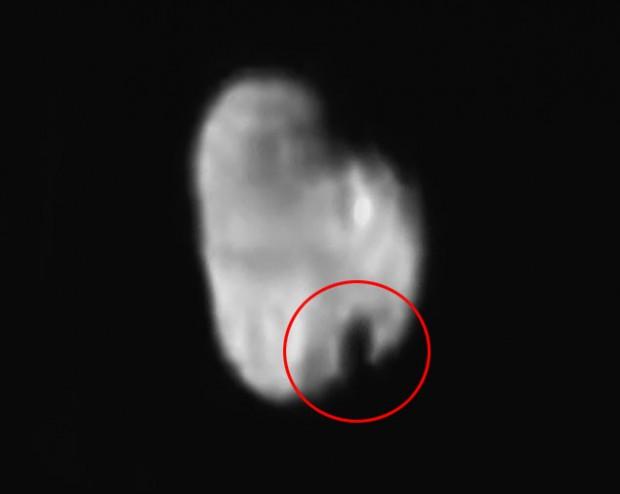 Hidra vista pela New Horizons a 231 mil km de distância. Deram uma dentada na lua? Acho que não... (Crédito: Nasa)