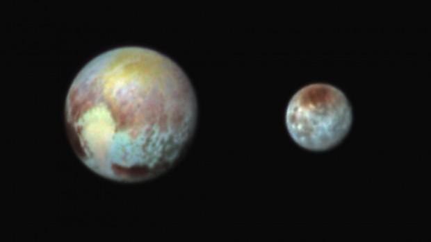 Filtros em cor exagerada revelam a complexidade na composição de Plutão e Caronte (Crédito: Nasa)