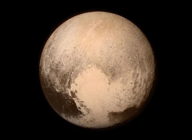 Melhor imagem que teremos de Plutão hoje, obtida antes do início do sobrevoo. (Crédito: Nasa)