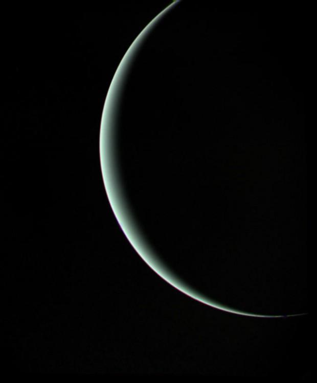 A despedida de Urano fotografada pela Voyager 2 em 1986 (Crédito: Nasa)