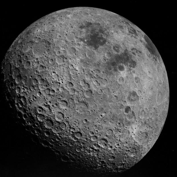 Foto do lado afastado da Lua feita pelos astronautas da Apollo 16, em abril de 1972 (Crédito: Nasa)