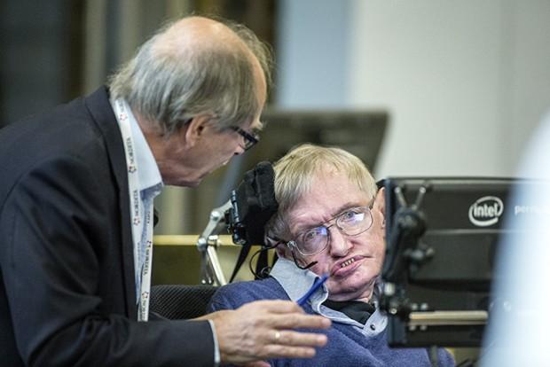 O Nobel Gerard 't Hooft conversa com Hawking durante conferência na Suécia (Crédito: KTH/Håkan Lindgren)