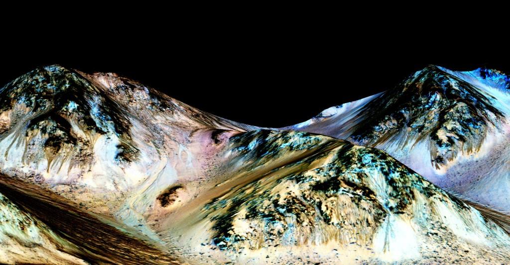 Linhas nas encostas são produzidas por água, diz o Mars Reconnaissance Orbiter. Fim do mistério. (Crédito: Nasa)