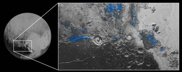 Regiões marcadas em azul indicam a presença de gelo de água exposto na superfície. (Crédito: Nasa)