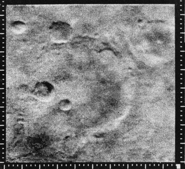 O mundo morto fotografado pela Mariner-4, num sobrevoo de Marte (Crédito: Nasa)