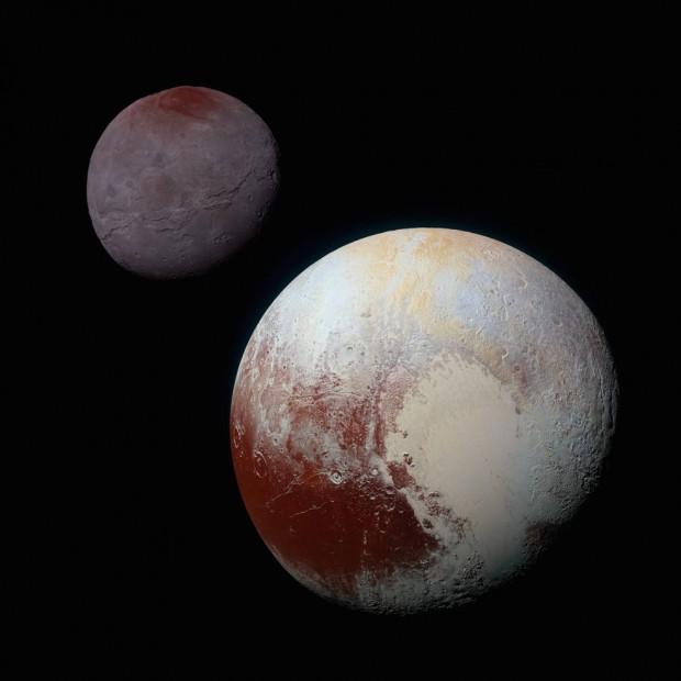 Montagem com Plutão e Caronte, mostrando o brilho relativo de ambos (Crédito: Nasa)