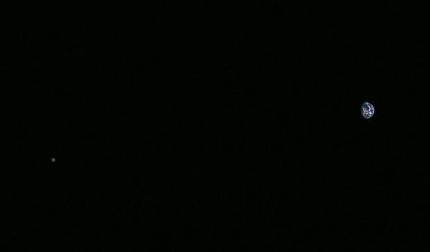 A Terra e a Lua vistas pela Hayabusa2 em 26 de novembro, dias antes de seu sobrevoo por nosso planeta (Crédito: Jaxa)