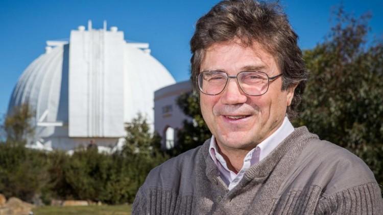 O astrobiólogo australiano Charley Lineweaver (Crédito: ANU)