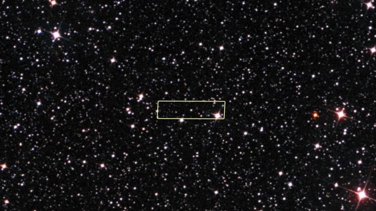 Uma imagem de contexto da estrela, localizada a cerca de 2.500 anos-luz da Terra. (Crédito: ESO)