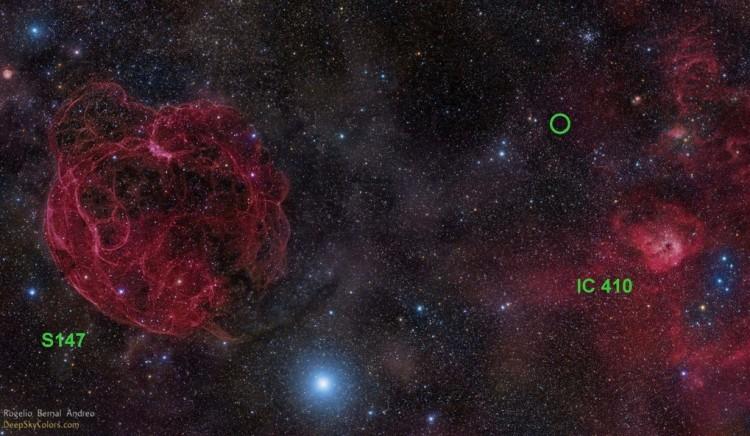 Região do céu de onde vieram os pulsos repetitivos, marcada por um círculo.