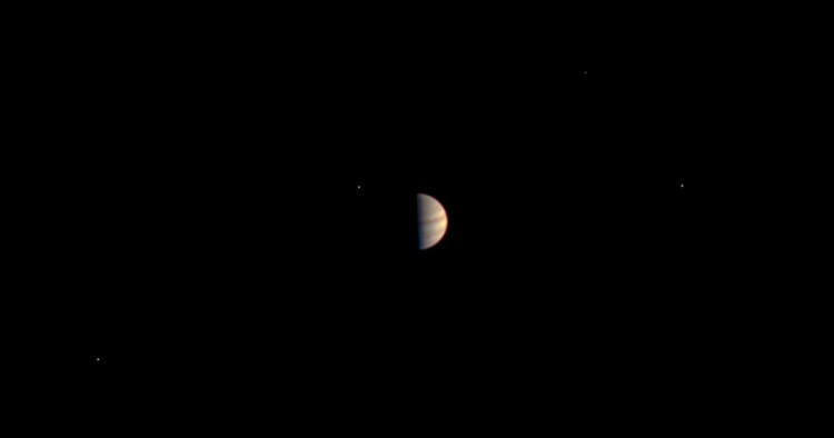 Imagem mais próxima de Júpiter feita pela JunoCam até agora, 5 dias antes da inserção orbital. (Crédito: Nasa)
