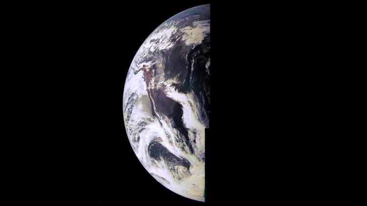 Imagem da Terra feita pela JunoCam durante o sobrevoo de 2013 (Crédito: Nasa)