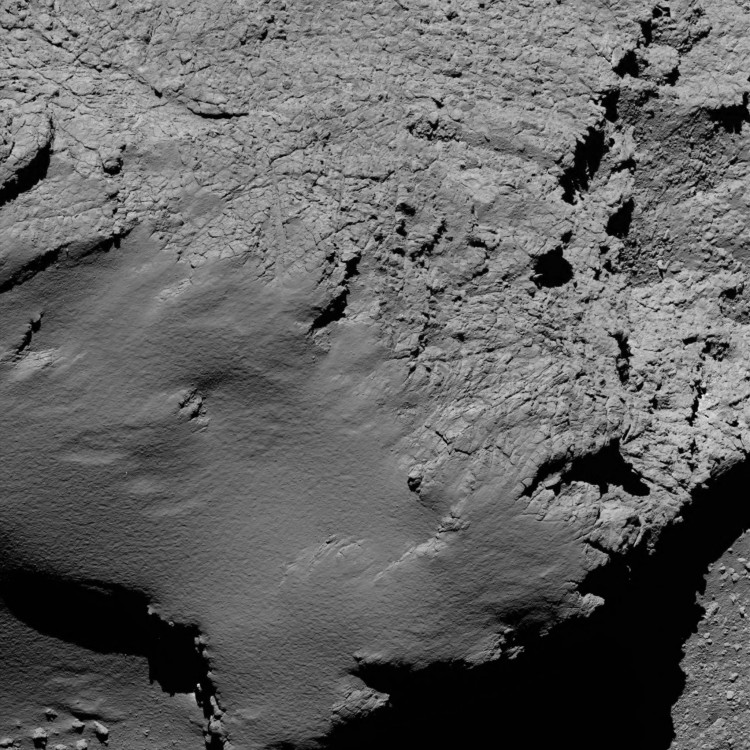 O cometa a 8,9 km, em imagem da OSIRIS recebida às 3h53 (Crédito: ESA)