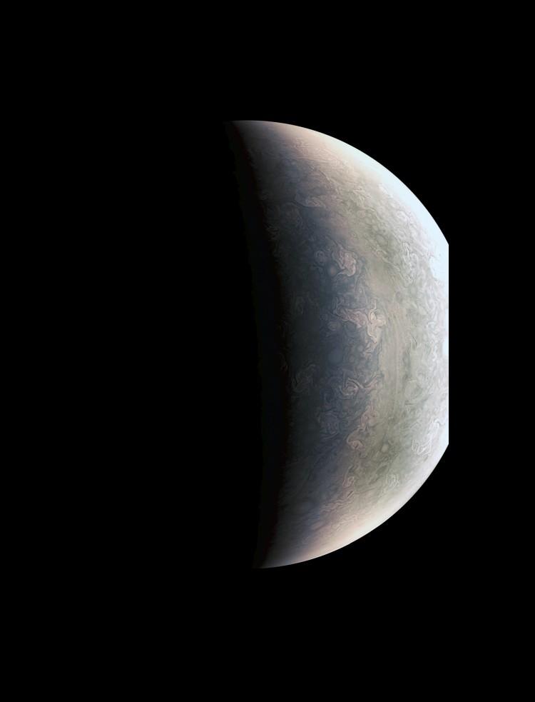 Detalhes do polo Norte joviano a 78 mil km de distância, fotografados pela Juno (Crédito: Nasa)