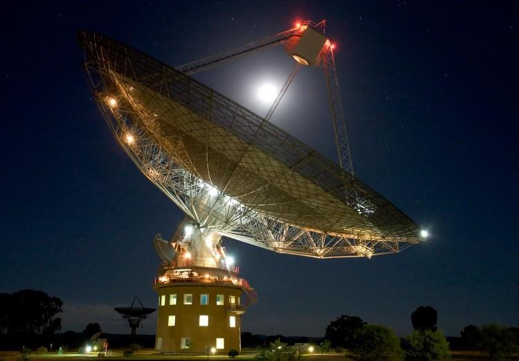 Radiotelescópio Parkes, da Austrália, se junta ao maior projeto de busca por inteligência extraterrestre da história (Crédito: CSIRO)